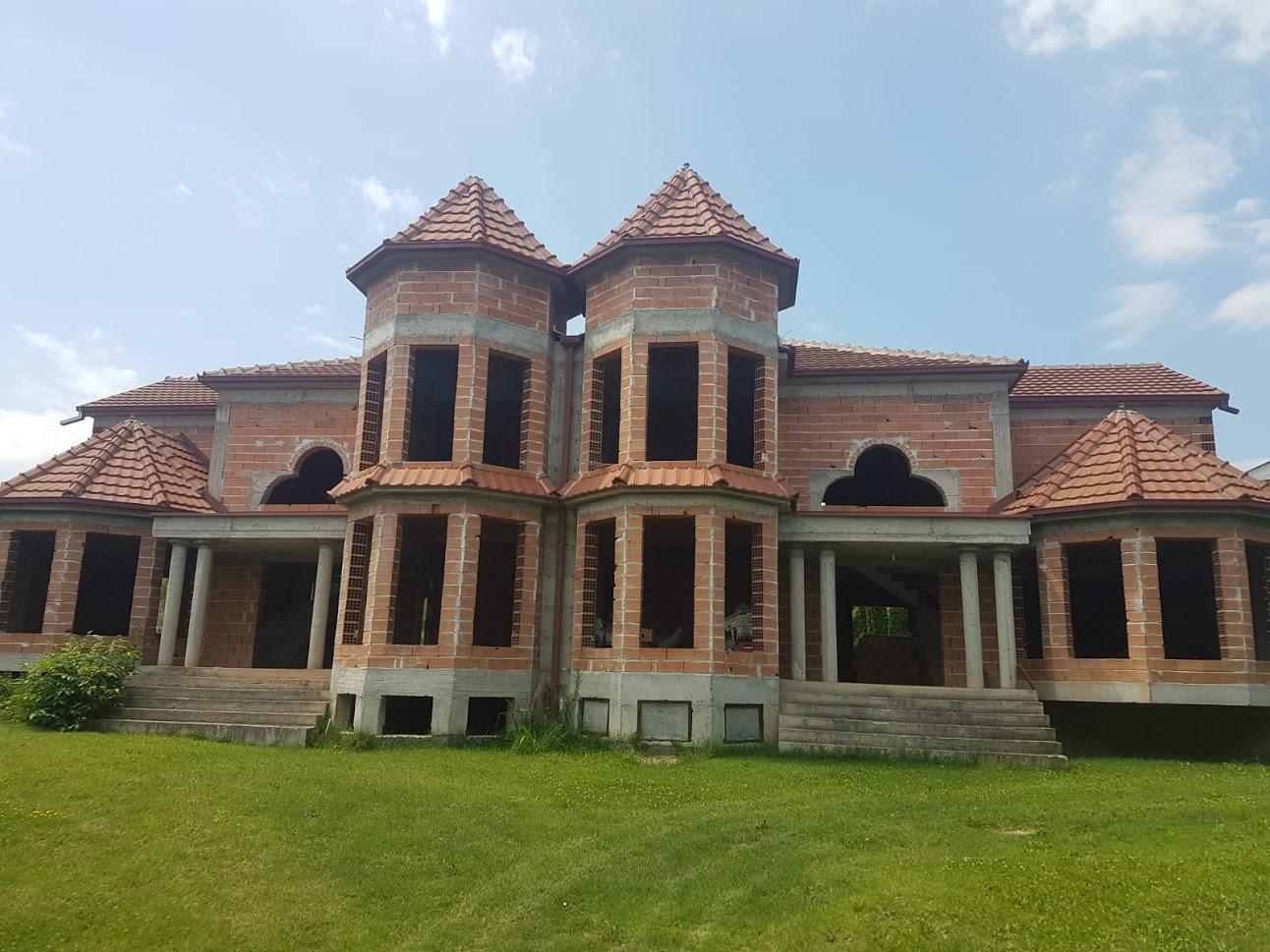 Прекрасна куќа 420м2 со Плац 1515м2-Бардовци